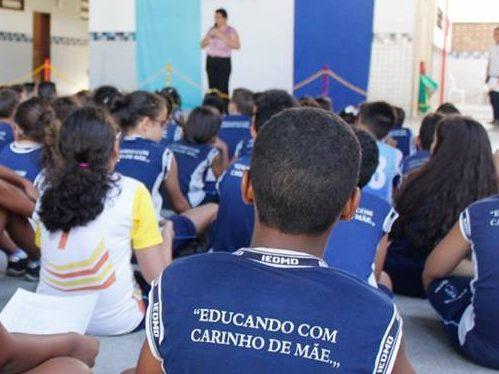 Educação, Missão de amor